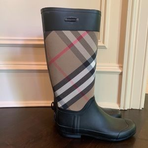 NEVER WORN Plaid Burberry Rain Boots